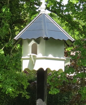 Aviaries, Birdhouses & Tables, Dovecotes, Pet Hutches & Wildlife Houses