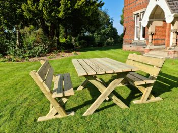 Ashcombe Table Set Sits 4