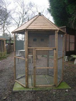 """Hexagonal Aviary 8' - 1"""" x 1"""" mesh"""