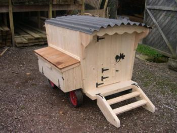 Buttercup Shepherds Hut Gypsy Caravan Chicken House Poultry Coop - For up to 9 Hens